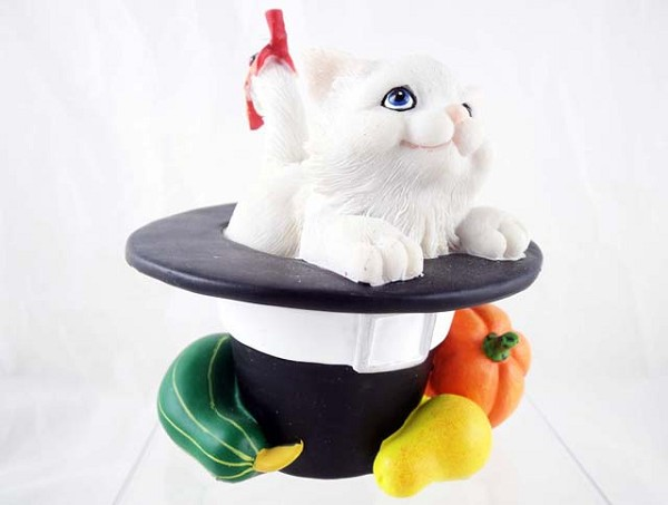'You Make Me So Thankful' - Cat in Pilgrim Hat- Charming Purrsonalities - Resin Figurine