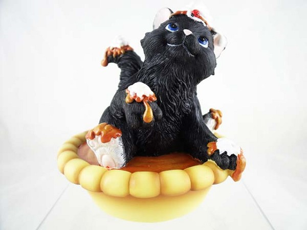 """Hi Pumpkin Puss"" - Black Cat with Pumpkin Pie - Charming Purrsonalities - Resin Figurine"